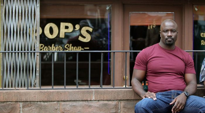Netflix aanbod week 40 2016 Luke Cage Pop's Barber Shop sitting